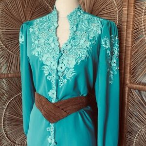 VTG 80s Beautiful Embroidered Floral Aqua Blouse